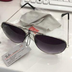 BRAND NEW Ray-Ban aviator sunglasses